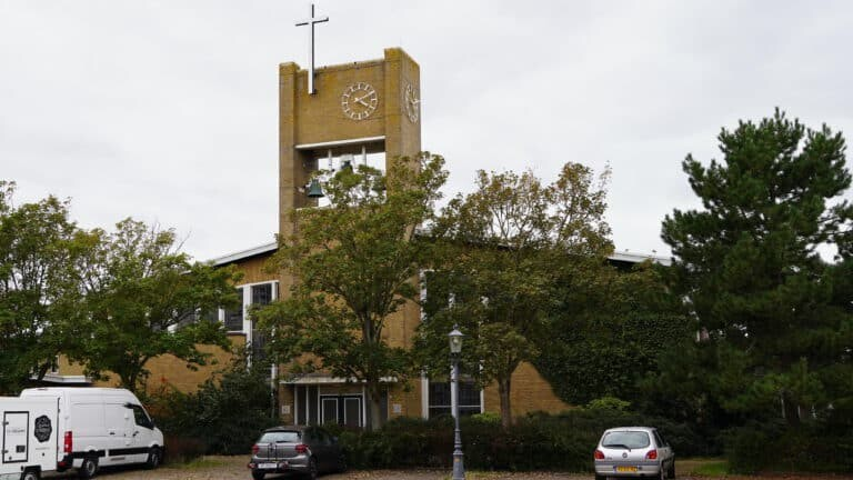 Albertuskerk in Egmond-binnen verkocht